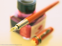 Montblanc Heritage Rouge et Noir Coral, uncapped plus ink bottle